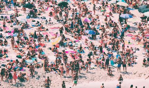 Será la última vez que veamos las playas abarrotadas de gente, aquellos veranos con multitud de turistas en playas como las de Gandía o Benidorm.